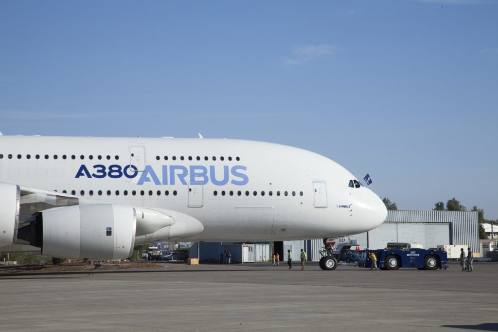 Image 1:The largest passenger airplane currently in series production is the Airbus A380. Its doors are large and too heavy for manual closing (Image: Airbus)
