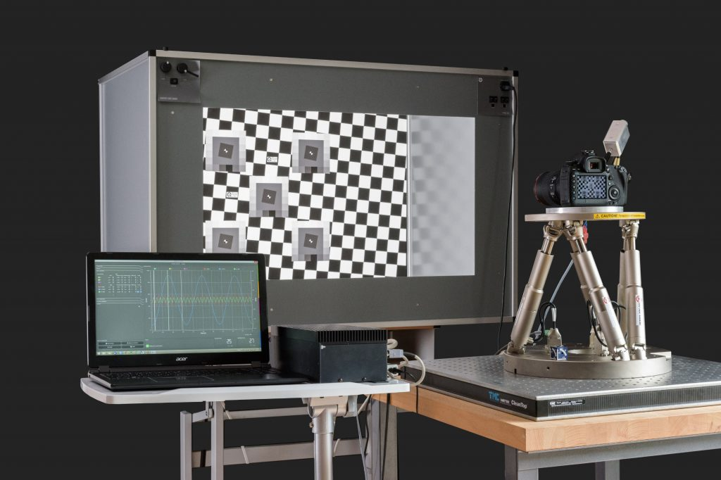 Image 4. Setup with the STEVE 6D (Stabilization Evaluation Equipment) system for testing the image stabilization in a camera: The H-840 is used here. (Image: Image Engineering)